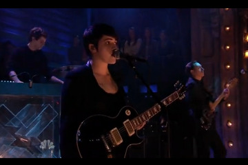 The xx perform Chained Late Night With Jimmy Fallon