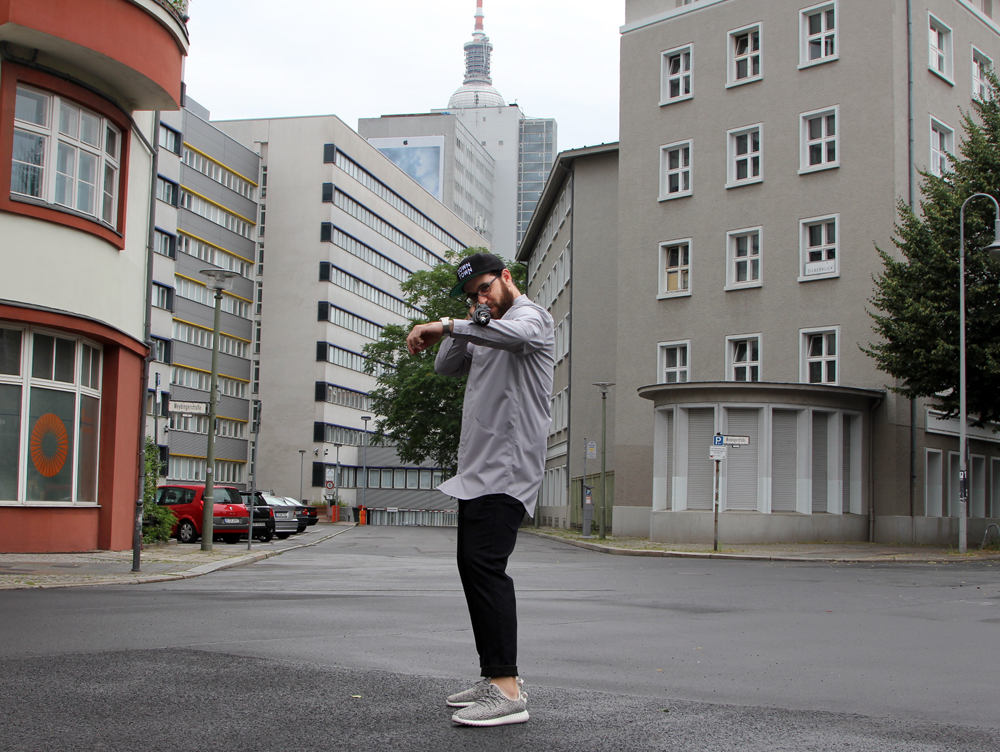 Berlin Street Style Tristan - Umbrella gun full body