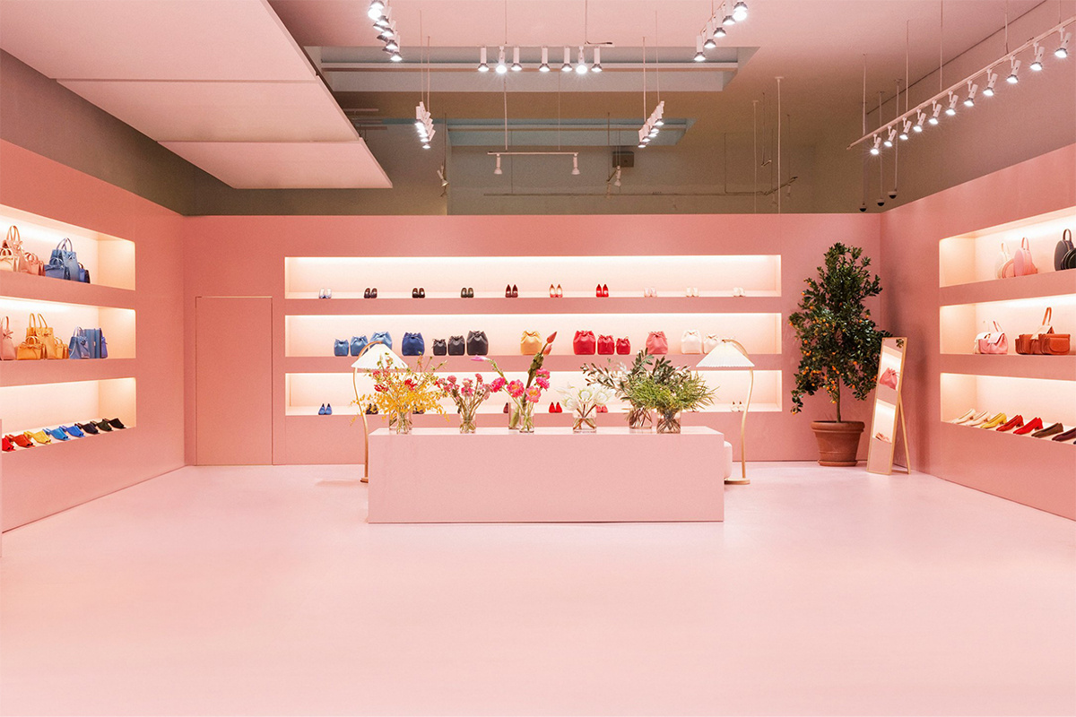 mansur gavriel opens nyc pop up sidewalk hustle. Black Bedroom Furniture Sets. Home Design Ideas